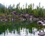 Каменный залив на Телецком озере.